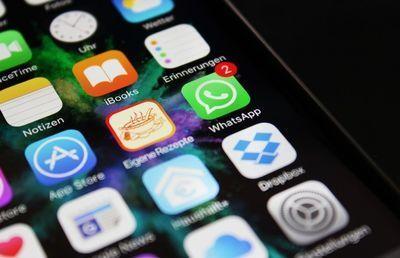 フェイスブックとLINEの命運を握る世界最多ダウンロードアプリとは?