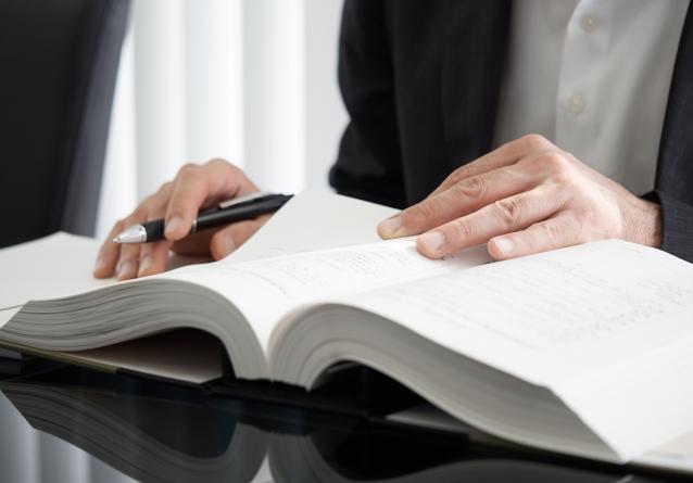 株券発行会社において株券の提示なくして相続人による名義書換請求が認められた事例