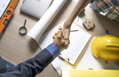建設業の継ぎ手に朗報 事業承継の許認可が継続される!?