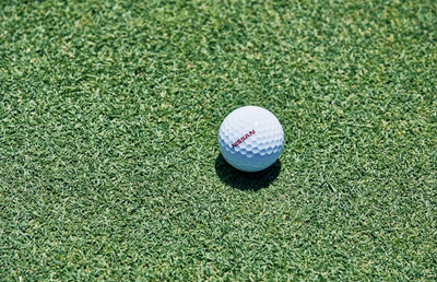 ワンパットで確実にカップインするゴルフボールを開発 日産自動車