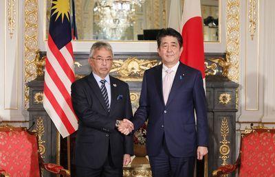 マハティールに退場宣言のマレーシア国王、実は選挙で即位した?