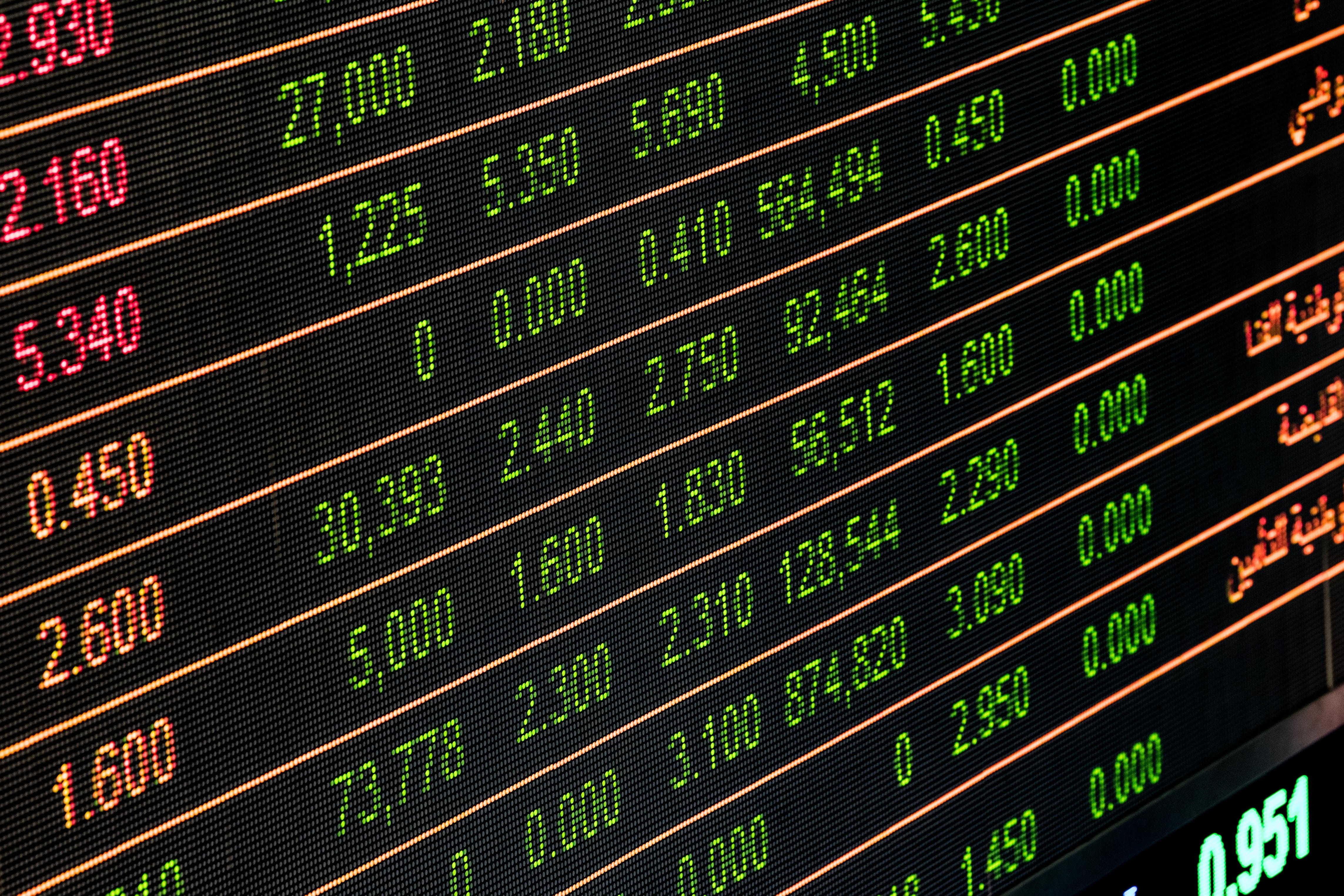 アップル、テスラの株価を押し上げた「株式分割」って何?