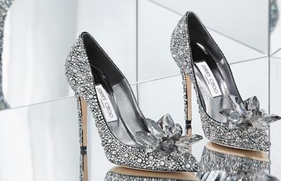 米マイケル・コースが英高級靴のジミー・チュウを12億ドルで買収