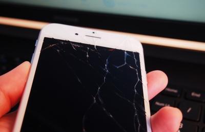 アップルが「SE」シリーズに続いて、修理にも「廉価版」を用意