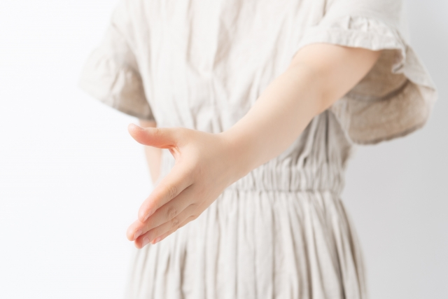 AKB48グループの握手会の運営会社が破産開始