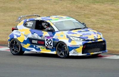 トヨタがレースでお披露目した「もう一つの水素車」は普及する?