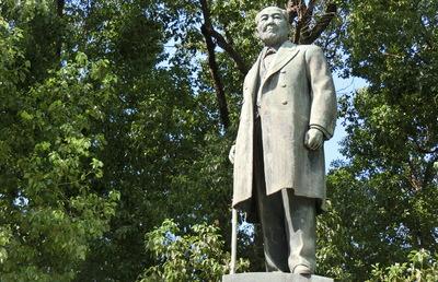 日本最初の銀行を設立した渋沢栄一、なぜ「銀行」と名付けたのか?
