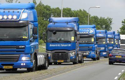 「好況なのになぜ?」悲惨なトラック過積載事故を防ぐ妙手とは?