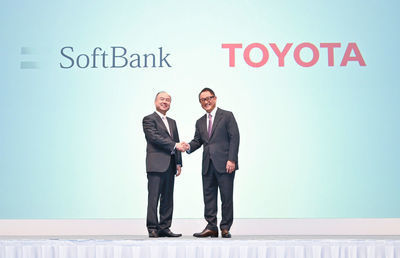 トヨタとソフトバンク提携で「取り残された」KDDIはどうなる