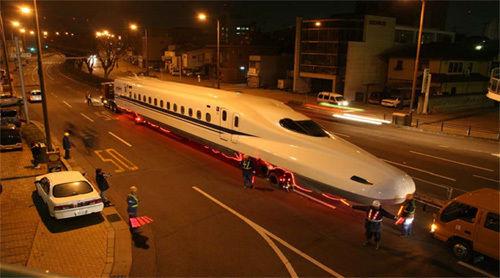 N700系新幹線を運ぶ日通