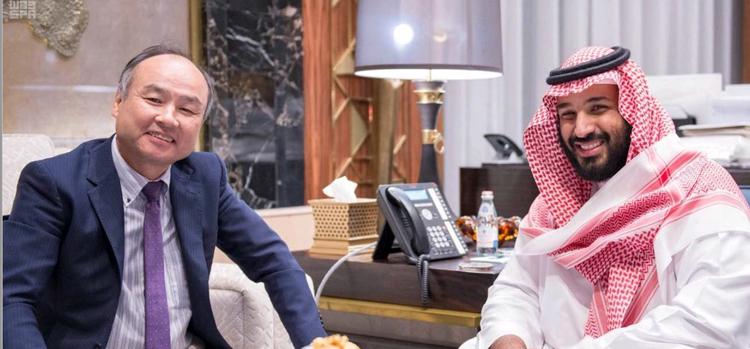 孫会長兼社長(左)とサウジアラビアのムハンマド・ビン・サルマン副皇太子